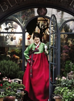 prisyellar:  hanbok on We Heart It - http://weheartit.com/entry/53250580/via/Prisyella_Rebecca