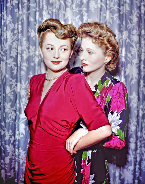 theclutteredclassicattic:  Olivia de Havilland and Joan Fontaine, 1940s