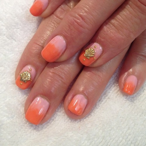 #summertime #ombre #seashell #gel #nailart  (at Hey Nice Nails)