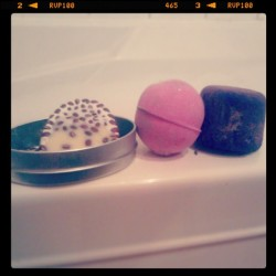Hangin out with these lovelies tonight: Wiccy Magic Muscles massage bar, Pink! & Pheonix Rising bath bombs. #lush #lushcosmetics #bathtime