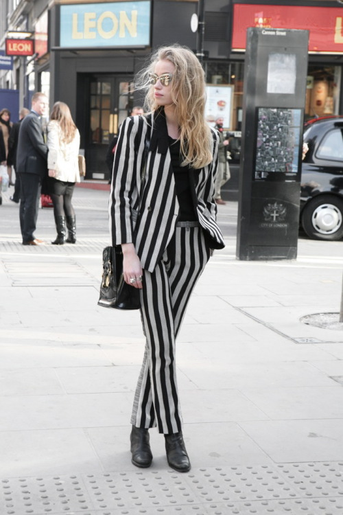 FAVORITE OF THE WEEK  paie ton look Beetlejuice …
