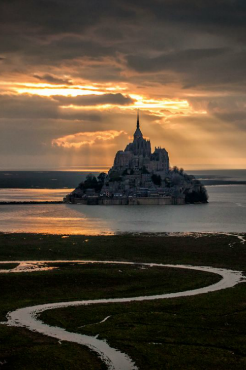 The heaven light over the Mont Saint-Michel - By: Mathieu RIVRIN