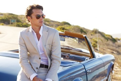 suitboss:  Cream suit, relaxed white shirt…Click for more inspiration.