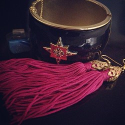 #julesjewels for hump day: vintage tassel earrings, @targetstyle cuff, agate rock ring from my cousins store #ShadysideMiningCo
