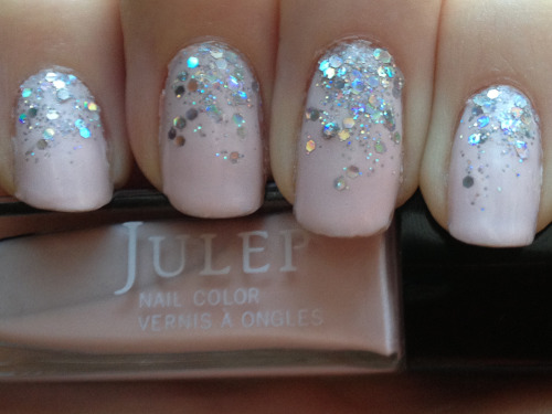 "blondeandpolished:  Reverse glitter gradient with Julep's ""Ava"" and China Glaze's ""Techno"""