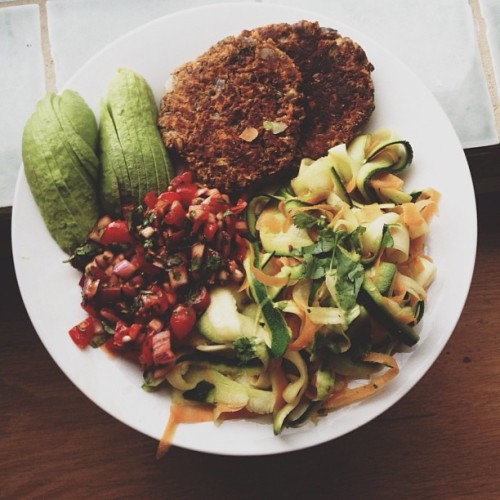 iamnotover:  Julienned carrot and zucchini lightly panfried in coconut oil with two carrot, coriander and lentil burgers, an avocado and homemade salsa