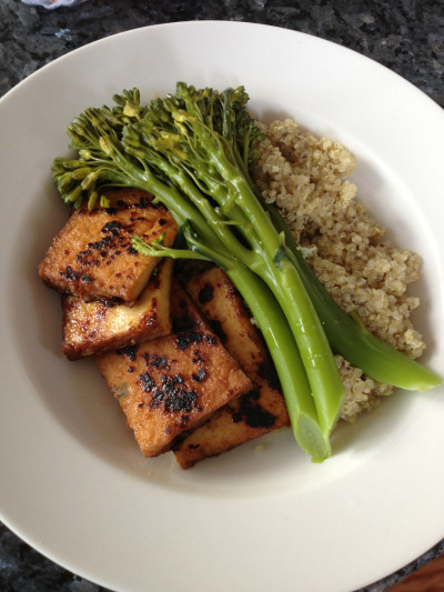 f-i-t-spiration:  hourglassofhealth:  Dinner - quinoa cooked in vegetable stock with chia seeds, steamed brocollini and sweet chilli and ginger panfried tofu.  The best 👌  This looks really good, and I've never eaten any of those things but have wanted to for a while.
