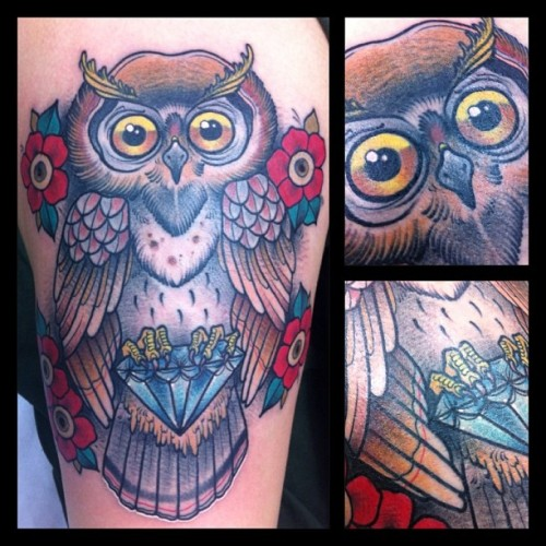 Upper leg owl!! Fun fun pain pain (em Glorybound Tattoo Parlor)