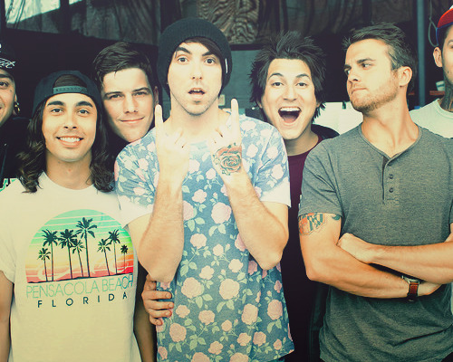 shelikestheboysintheband:  did vic lend alex one of his shirts?