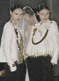 nomecalles:  Natasha Poly, Karlie Kloss & Magdalena Frackowiak at Backstage Givenchy Haute Couture F/W 2009