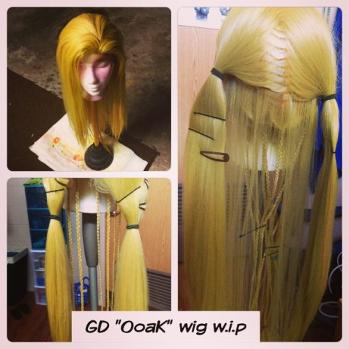 GD's wig progress. So much braiding left. The top was after it was dyed and was drying. It's dried out lighter, but the two other pictures aren't the actual color it still has a darker tone. Just natural light makes it look lighter. #gd #gdragon #bigbang #oneofakind #wip #cosplay #wig #braids #lacefront #PicFrame