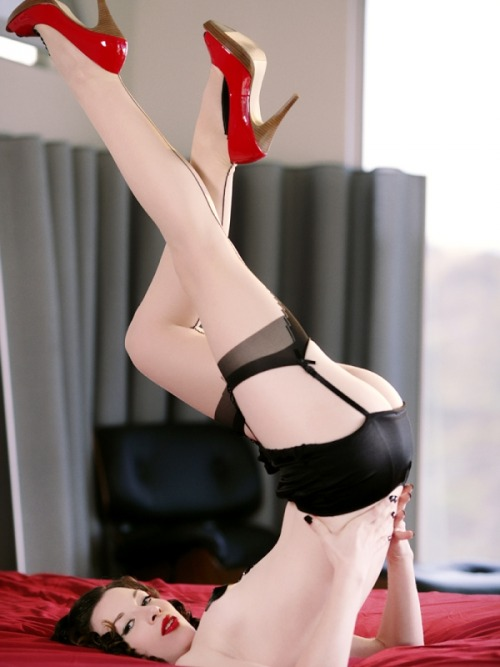 rubbersecrets:  lalowhite:  we only need the stockings now!!!! *W*   Words can't describe how much I fucking love garters.