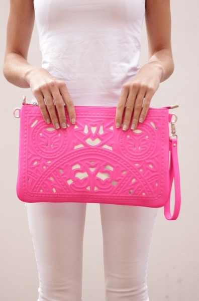 closethorse:  oversized + hot pink + clutch