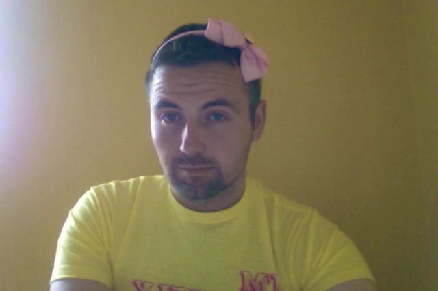 My niece forgot her headband, and  I think it looks pretty good on me.