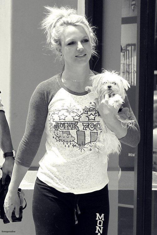 aaawww she's so cute! (Brit Today)