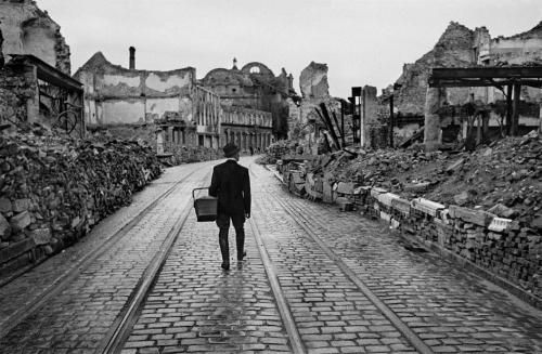 sinuses:  A man walks through a destroyed city looking for food, Germany, 1945.  Photo: Werner Bischof