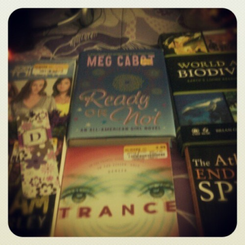 ilovejusstiiinbiieber:  Stopped by the bookstore and got 6 books for only $17 :) #reading #books #halfpricebookstore
