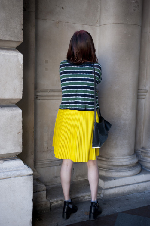 topshop:  A pleated vivid skirt feels just right in the springy breeze!  Hahahahah