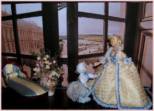 "Dolls of Marie Antoinette and her daughter, Marie Thérèse Marie Antoinette et ""Mousseline la sérieuse"", sa fille (dolls house dolls 13,4cm +9 cm) (by bthierus)"