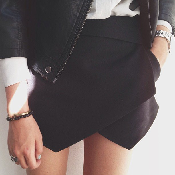 larastonesboobs:  i wore these(Zara I believe) shorts in a photo shoot and I've been wanting them ever since