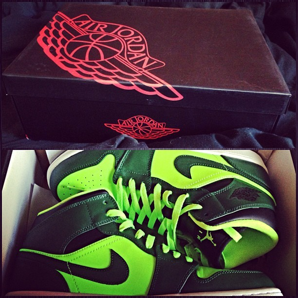 #airjordanone #mid #gorgegreen first time buying a pair of J's and at a good price too. #lastatus #la #cali #california #nike #jordans #sneakerhead #shoes