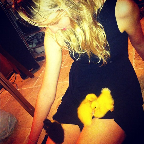 Duckling love with my sis @abbey_lake