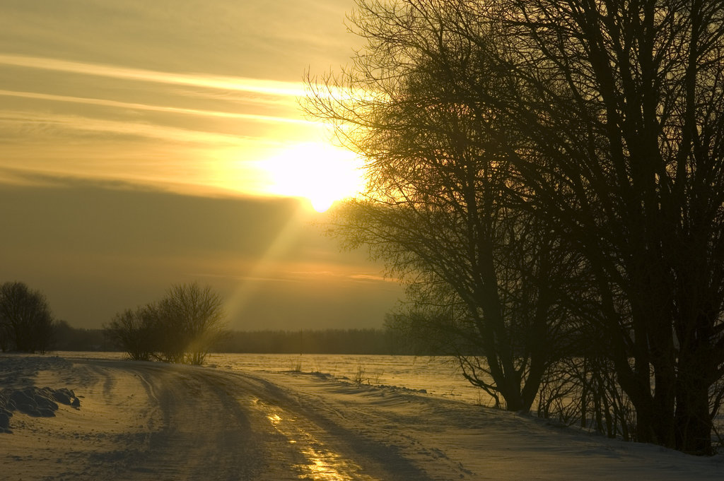 Winter sunset by ~oxymeron