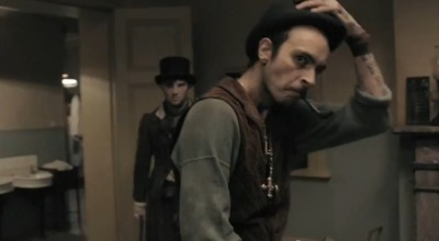 Thats my boyfriend in the Ripper Street trailer from one of his Extras jobs.  YEEEEY!