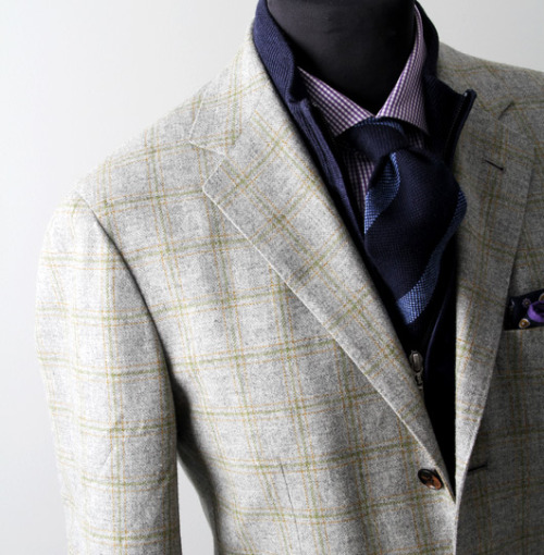 Sartorio Napoli jacket combined with a zip sweater. Flannel doesn't get more beautiful than this! Also, I cannot help but to admire that epic lapel roll.Source: Manolo.se