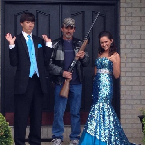 brit-teeni:  i-cant-give-you-paris:  kennykixx:  Greatest #Prom picture EVER!   OMG THIS  My dad wishes he could have done this…