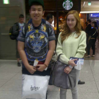 12.05.13 Jessica with a fan at HK