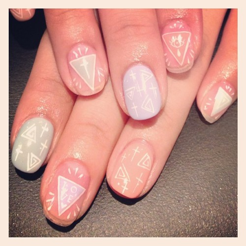 nailsalonavarice:  トライアングルマルチアートネイル▲ #avarice #art #design #nails #nailart #nailsalon #kayo #Triangle  (NailSalon AVARICE)