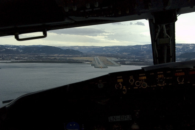 stopdreamingstartflying:  Boeing 737 on final