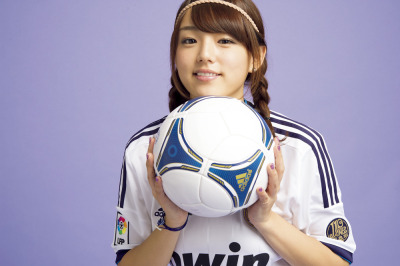 simplylovely2012:  Ai Shinozaki on Soccer Game King magazine, 2012 / 篠崎愛