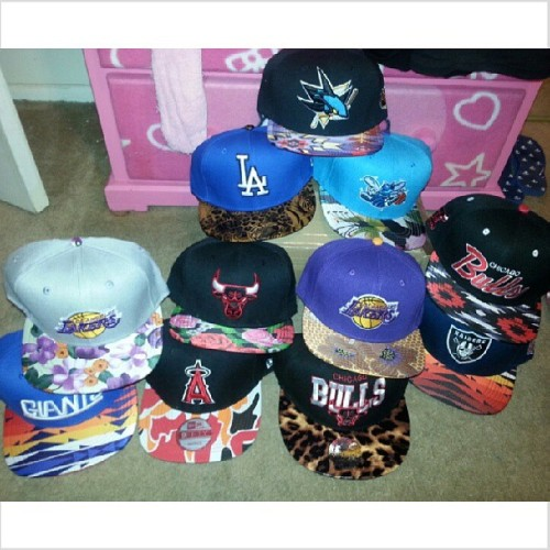 New hats on deck! $28 + shipping. Available on My website: www.cherrycupcakes.storenvy.com    #instadaily #instanow #snapbacks #strapbacks #hats #fashion #nba #nfl #mlb #LA #bulls #Lakers #dodgers #giants #sharks #raiders #angels #floral #swag #909 #california #cherrycupcakesshop