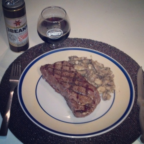 Late night #steak #snack. #bachelorlife (at Technodrome)