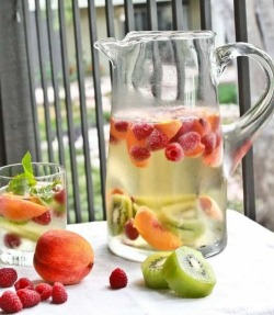 trytolifehealthy:  Yum, Yums in My Tum, Tum :) / sangria na We Heart It http://weheartit.com/entry/59423823/via/Gabriella_P_Solari