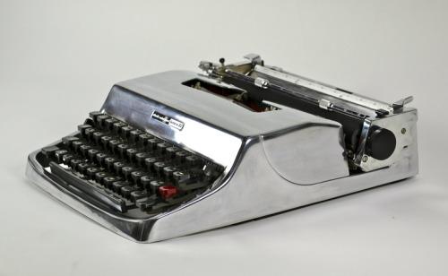 viamidcenturymodernfreak:1960s Gleaming Olivetti Lettera 32 | Design: Marcello Nizzoli | Made in Italy