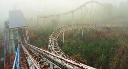 heyyy-sexy:  motionburnsthemood:  Abandoned Amusement Park in New Orleans  holy shit