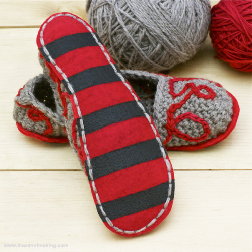 craftdiscoveries:  (via Tutorial: Fancy Felt Soles for Crocheted Slippers | The Zen of Making)