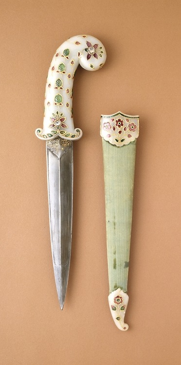 3inha:  Dagger and sheath, made in India, c.1675-1700