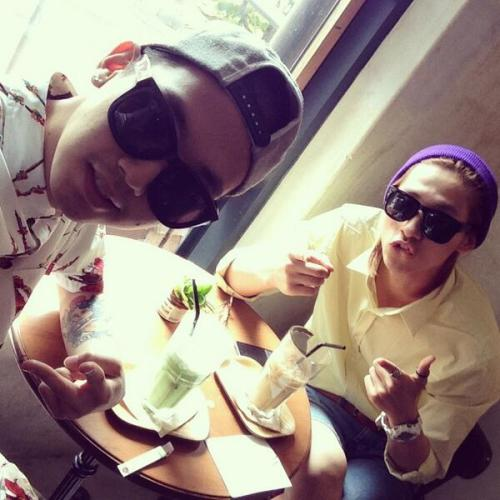 aviateb1a4:  [TWITATION] 130521 CNU enjoys his lunch with Joo Young (@/soulgab) #비원에이포 (NOTE: Joo Young is CNU's old friend from his predebut duo J&D)