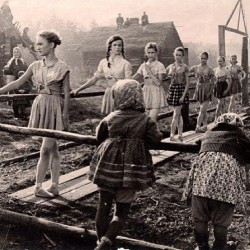 balletshoesandbobbypins:  #Ballet class in Russia during the war. You can't stop #ballerinas from wanting class! #dance #dancehistory #ballethistory