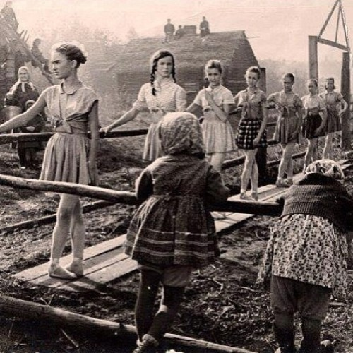 justletmedance17:  balletshoesandbobbypins:  #Ballet class in Russia during the war. You can't stop #ballerinas from wanting class! #dance #dancehistory #ballethistory  omg