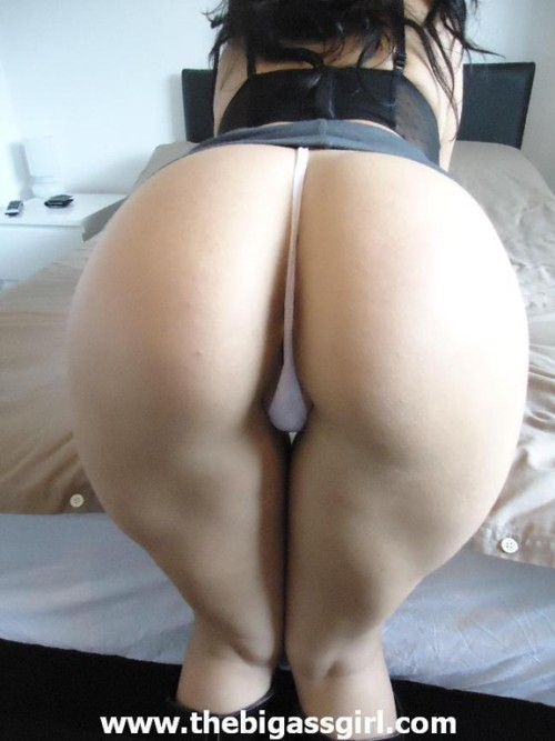 bigbootybigassgirlcandid:  BIG ASS GIRL PHOTOS & VIDEOS http://thebigassgirl.com