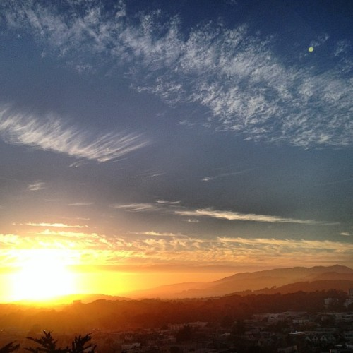 chadsf:  Delicious #sunset tonight over #sf #sanfrancisco big ball of glow hitting the #pacificocean & highlighting the #marinheadlands beautifully  Brings me peace.