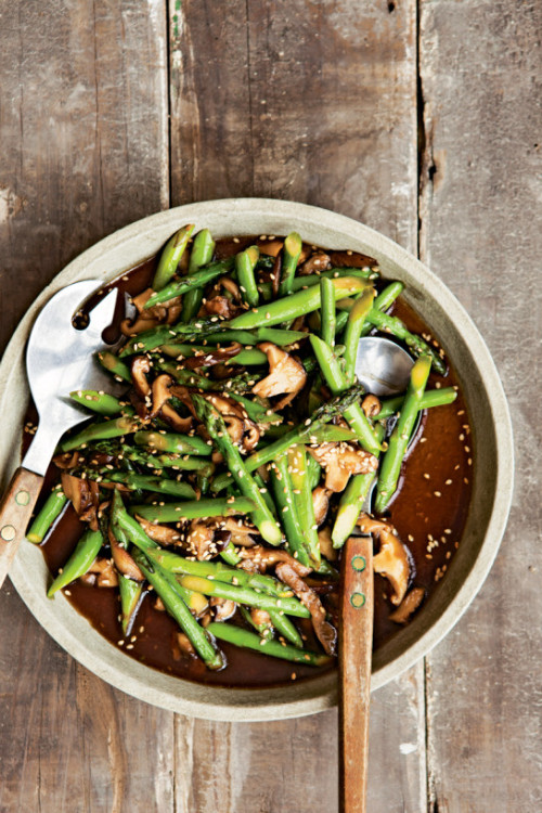 neekaisweird:  Stir-Fried Asparagus with Shiitakes and Sesame Seeds