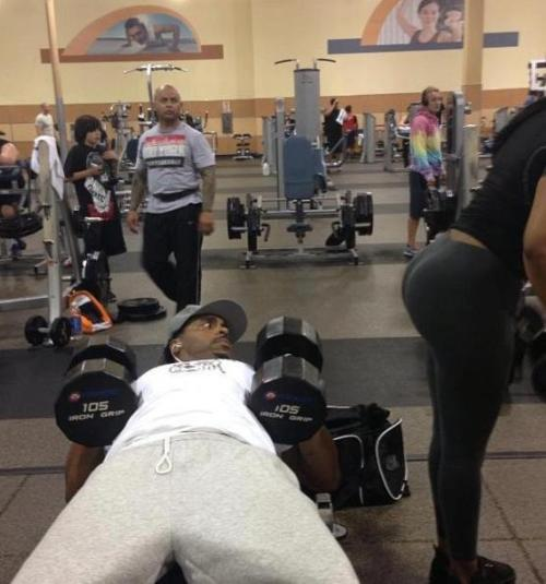 rachyrachx:  fitnessisfitforme:  lift-it:  can't breathe  hahahhaha omg everyone is staring  Even the people in the posters