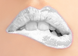 hamburgerlollipop:  totallytransparent:  Semi Transparent Lips (Lips will change to colour of your blog)Made by Totally Transparent  omg