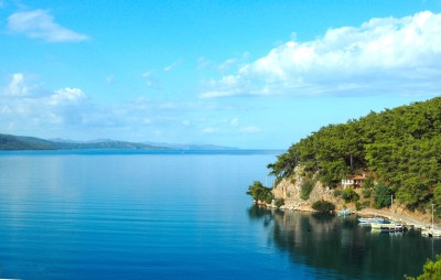 Muğla, Turkiye. Wouldn't you wanna live here, even only for a while? (more here)